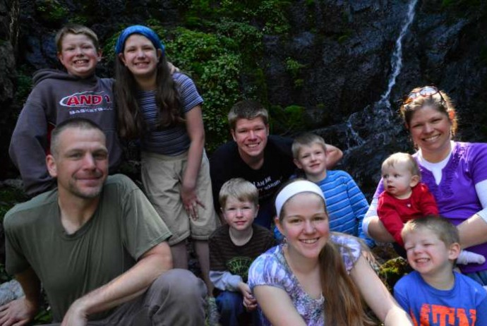 Hiking up to a Waterfall (with 8 kids!) & how my cautionary tale turned sour | RaisingAdventure.com
